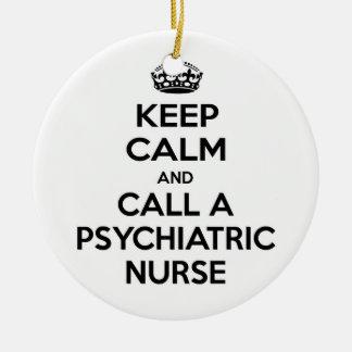 Guarde la calma y llame a una enfermera adorno redondo de cerámica