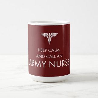 Guarde la calma y llame a una enfermera del ejérci taza