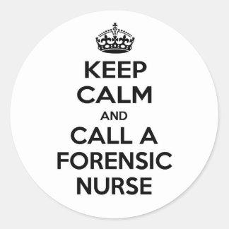 Guarde la calma y llame a una enfermera forense pegatina redonda