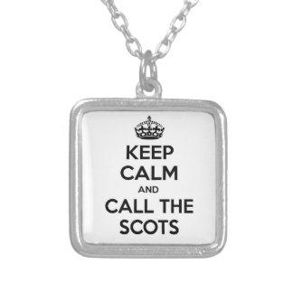 Guarde la calma y llame el escocés colgantes