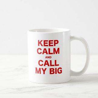 Guarde la calma y llame mi grande taza clásica