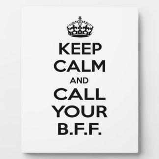 Guarde la calma y llame su BFF. Placa De Madera