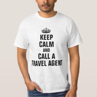 Guarde la calma y llame un agente de viajes camisas