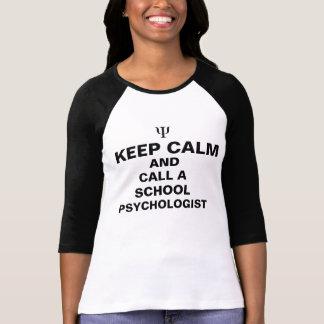 Guarde la calma y llame una camiseta del psicólogo camisas