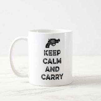 Guarde la calma y lleve tazas de café
