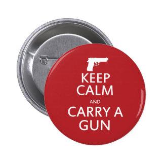 Guarde la calma y lleve un arma pin redondo de 2 pulgadas