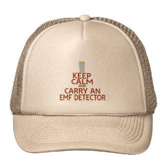 Guarde la calma y lleve un detector del EMF (la Gorros