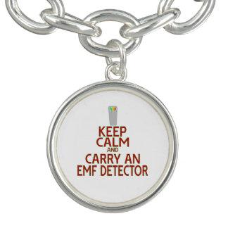 Guarde la calma y lleve un detector del EMF (la Pulsera