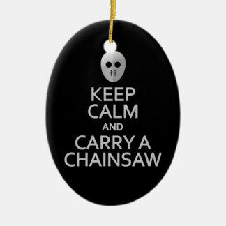 Guarde la calma y lleve un ornamento de la adorno navideño ovalado de cerámica