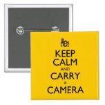 Guarde la calma y lleve una cámara pin