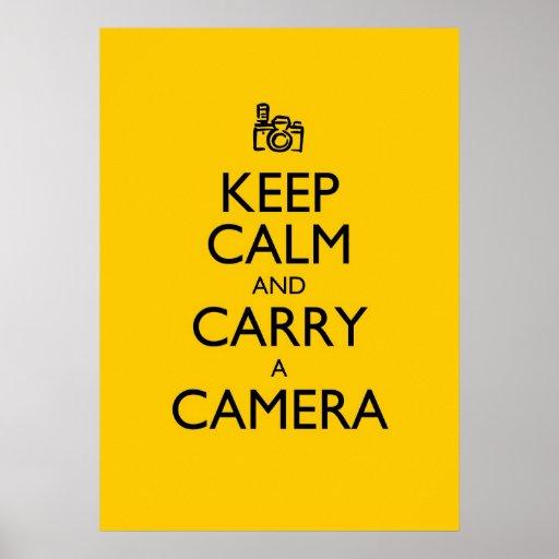 Guarde la calma y lleve una cámara poster