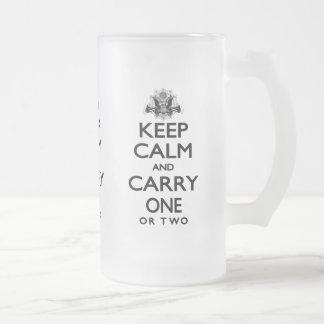 Guarde la calma y lleve uno taza de café