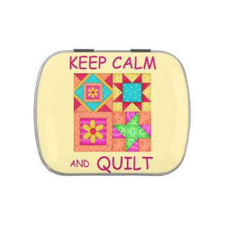 Guarde la calma y los bloques coloridos del jarrones de caramelos