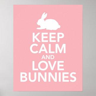 Guarde la calma y los conejitos del amor imprimen póster
