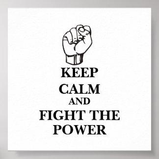 Guarde la calma y luche el poder póster
