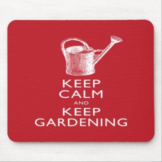 Guarde la calma y mantenga al jardinero que cultiv tapete de raton