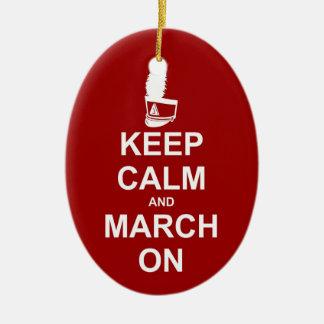 ¡Guarde la calma y marzo en el ornamento - para Adorno Navideño Ovalado De Cerámica