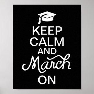 Guarde la calma y marzo en el poster de la graduac