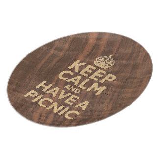 Guarde la calma y meriende en el campo placa plato de comida