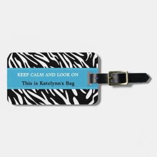 Guarde la calma y mire en etiquetas del equipaje etiquetas bolsa