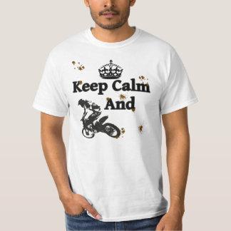 Guarde la calma y monte - Dirtbikes Playera