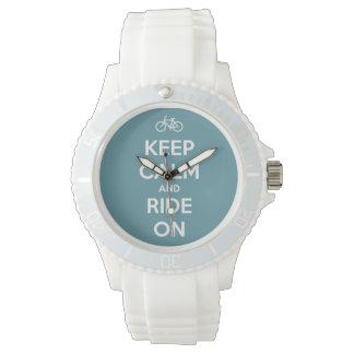 Guarde la calma y monte en azul reloj