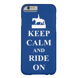 Guarde la calma y monte en el azul funda de iPhone 6 slim