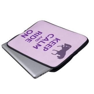 Guarde la calma y monte en la manga de la caja del funda computadora