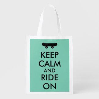 Guarde la calma y monte en personalizado del bolsas de la compra