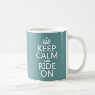 Guarde la calma y monte encendido, adaptable taza de café