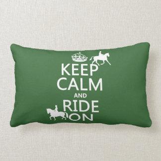 Guarde la calma y monte encendido - los caballos, cojín lumbar