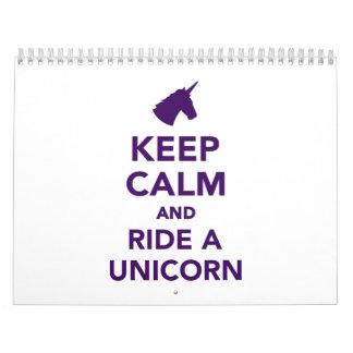 Guarde la calma y monte un unicornio calendarios de pared