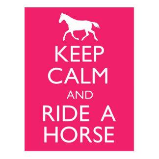 Guarde la calma y monte una postal del caballo
