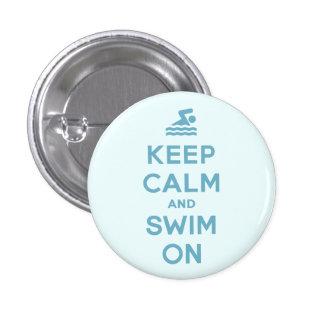 Guarde la calma y nade en el botón divertido pins