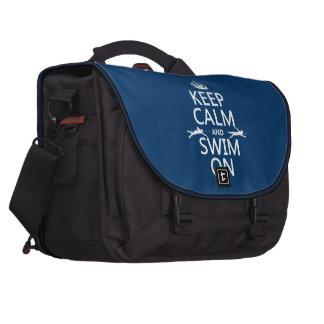 Guarde la calma y nade en (en cualquier color) bolsas para ordenador