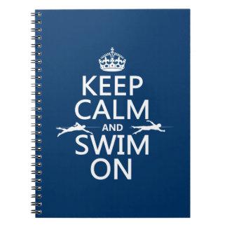 Guarde la calma y nade en (en cualquier color) cuaderno