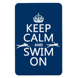 Guarde la calma y nade en (en cualquier color) iman rectangular