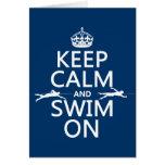 Guarde la calma y nade en (en cualquier color) felicitacion