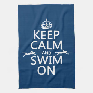 Guarde la calma y nade en (en cualquier color) toalla