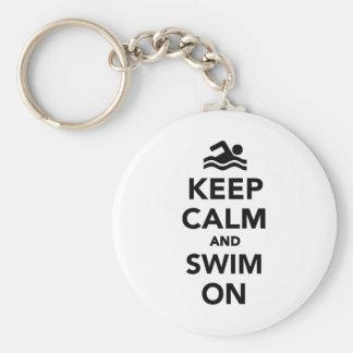 Guarde la calma y nade encendido llavero redondo tipo pin