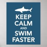 Guarde la calma y nade un poster más rápido