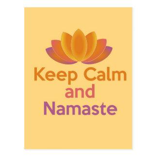 Guarde la calma y Namaste - el zen, yoga, se relaj Tarjeta Postal