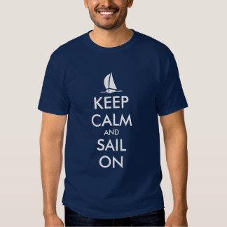 Guarde la calma y navegue en diseño náutico de las poleras