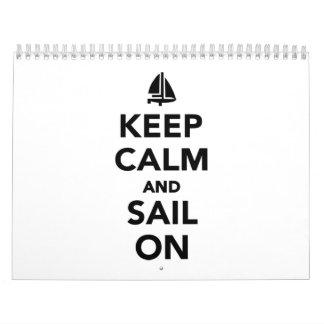 Guarde la calma y navegue encendido calendario de pared