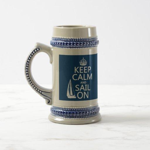 Guarde la calma y navegue encendido - todos los co jarra de cerveza