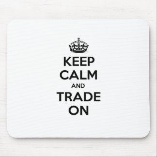 Guarde la calma y negocie encendido tapete de ratón