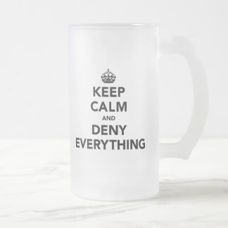 Guarde la calma y niegue todo taza