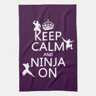Guarde la calma y Ninja en (en cualquier color) Toallas De Cocina