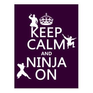 Guarde la calma y Ninja en (en cualquier color) Postal
