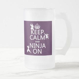 Guarde la calma y Ninja en en cualquier color Tazas De Café